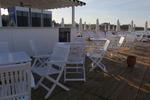 бели дървени столове с доставка