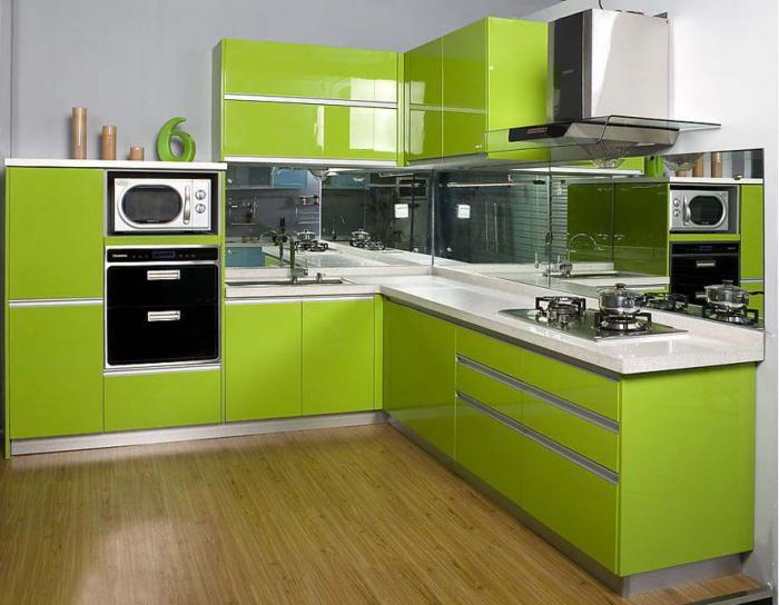Кухнята е изработена от пдч корпус и