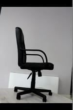 касиви стабилни офис столове