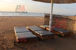 дървени шезлонги за плаж, текстилни